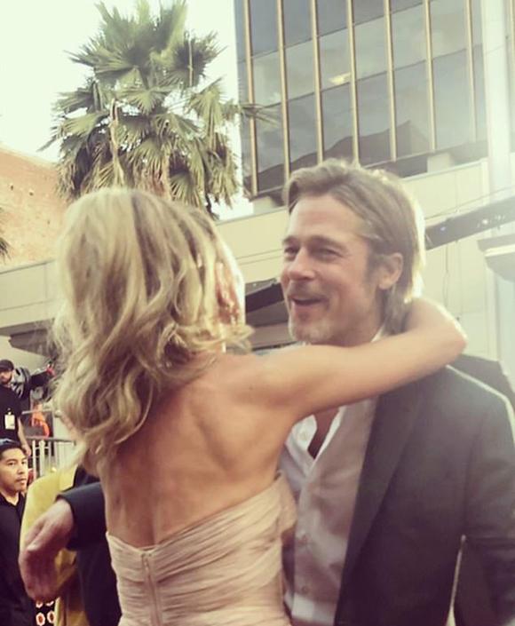 Rebecca ôm Brad tại lễ ra mắt phim hôm thứ 2.