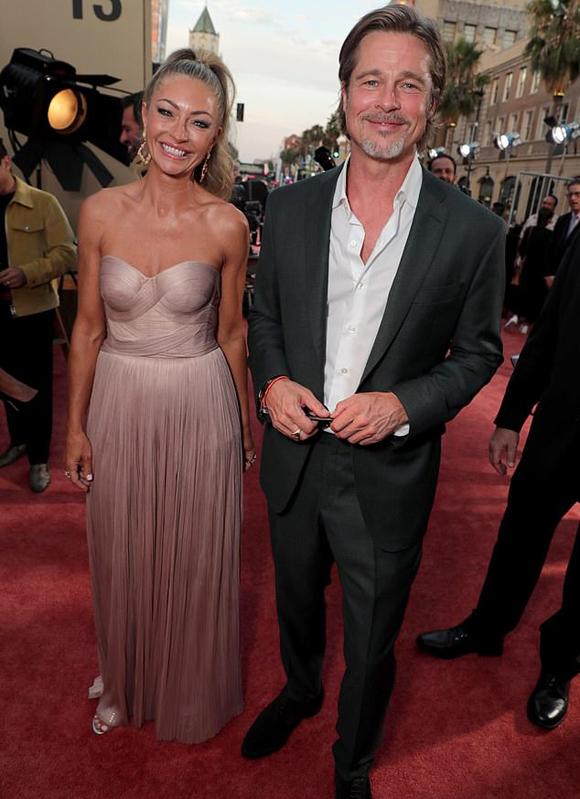 Brad Pitt và Rebecca Gayheart.