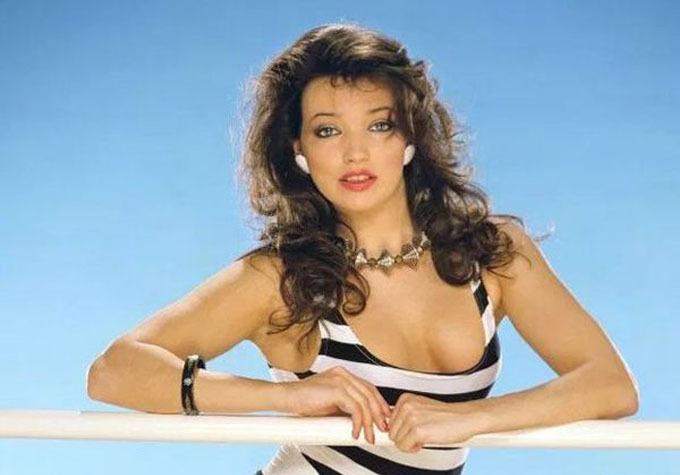 Thời còn trẻ, Elizabeth là một người mẫu nóng bỏng nhưng cô không gặp được may mắn trong tình yêu.