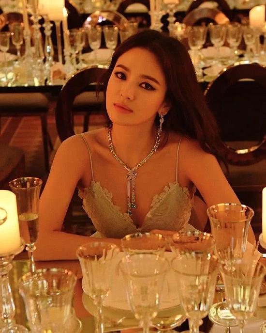 Ảnh hậu trường đẹp sexy của Song Hye Kyo