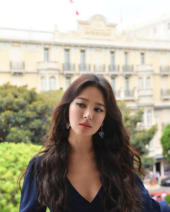Ảnh hậu trường đẹp sexy của Song Hye Kyo - 5