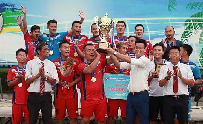Khánh Hòa ăn mừng chức vô địch. Ảnh: VietFootball.