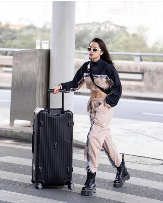 Mùa hè là cơ hội để các quý cô thời trang Việt chưng diện các xu hướng sexy. Một trong những items được sao Việt ưa chuộng ở mùa mốt năm nay là áo crop-top với nhiều mẫu mã đa dạng.