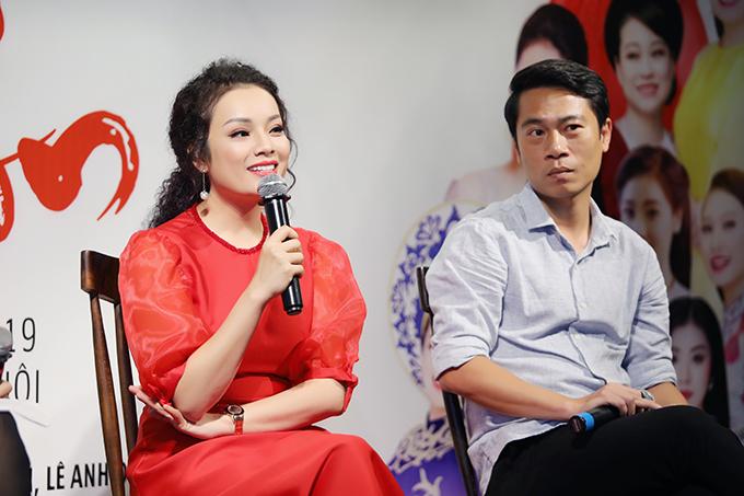 Ca sĩ Tân Nhàn và đạo diễn Phạm Hoàng Giang tại buổi họp báo chiều 25/7.