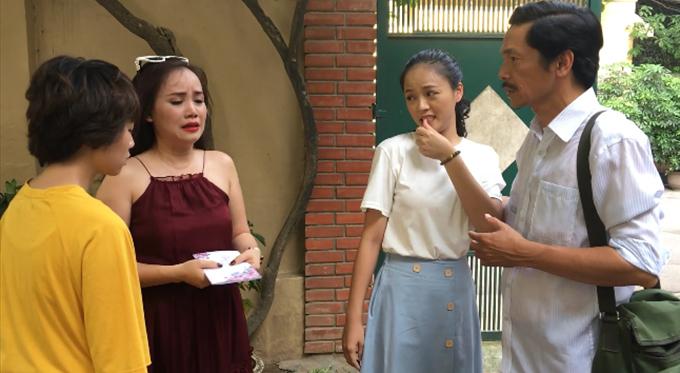 Các diễn viên trong phân đoạn cô Xuyến chào ông Sơn đi lấy chồng - Bảo Hân, Hoàng Yến, Thu Quỳnh, NSƯT Trung Anh (từ trái sang).