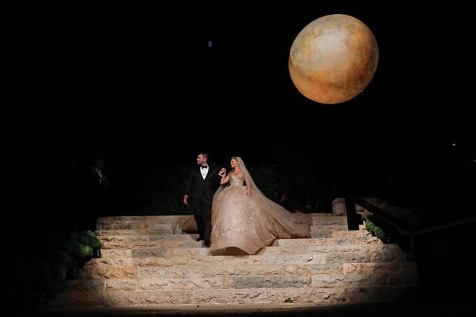 Sng ngày 20/7, cô dâu chú rể tổ chức tiệc tại tư giđàng tri ở Fqr.