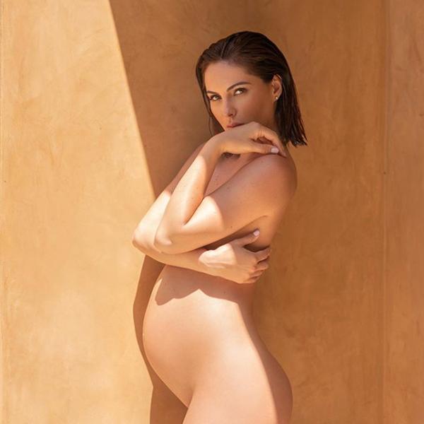 Người đẹp Brittny Ward nhiều lần truýt xiêm y khoe đường cong gợi cảm trong thời kỳ mang thai
