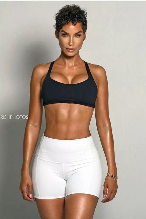 Nicole Murphy có thân hình nóng bỏng dù đã ngoài 50 tuổi.