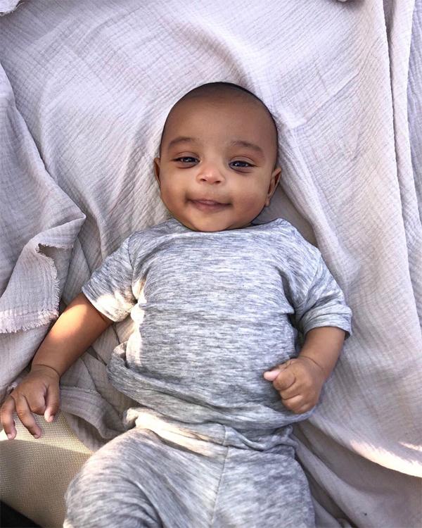 Bé út Psalm West chào đời vào tháng 5 vừa qua cũng nhờ người mang thai hộ. Cậu nhóc được Kim nhận xét là điềm tĩnh và lạnh lùng nhất trong số các con của tôi.