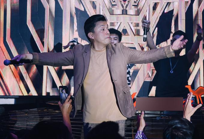 [Caption] Gần đây Anh Hai gây chú ý với dự án Lam Trường 9pm live. Khi được hỏi
