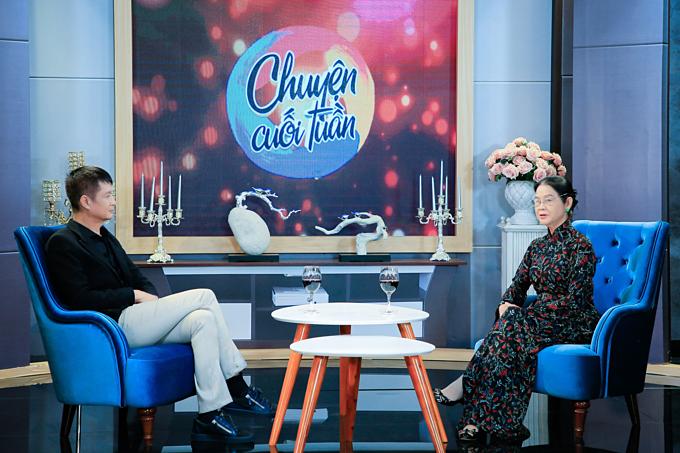 Đạo diễn Lê Hoàng và luật sư Trương Thị Hòa trò chuyện về chủ đề Giành quyền nuôi con sau ly hôn.Ảnh: Hoàng Khôi.