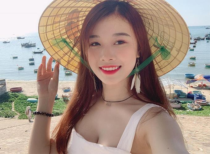 Các cô bạn gái hot girl của cầu thủ Việt - 9