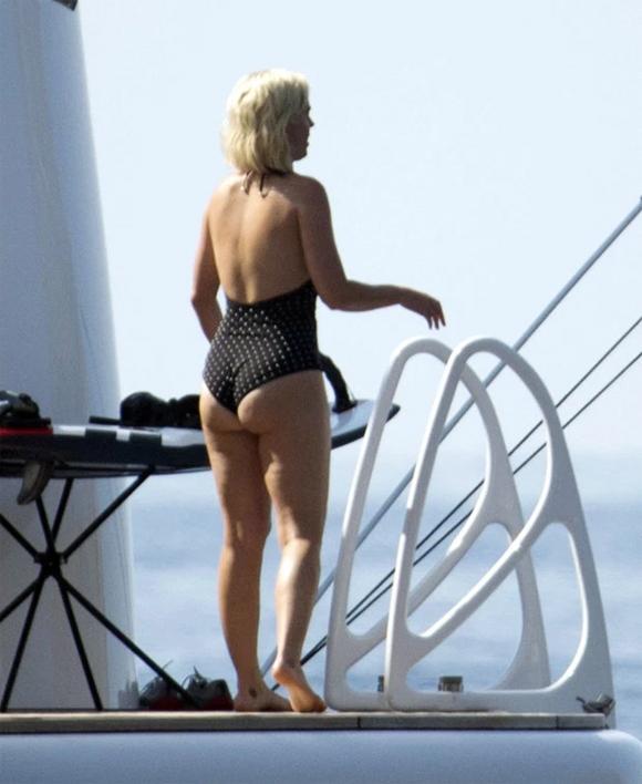 Katy gần đây cũng có phần mập hơn. Sau khi quay xong video ca nhạc mới, cô dành trọn thời gian bên Orlando Bloom. Cặp sao đi nghỉ ở Pháp, sau đó tới Tây Ban Nha vui chơi cùng bạn bè.