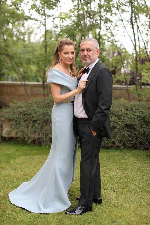 NTK Elie Sbbên vợ Christin.