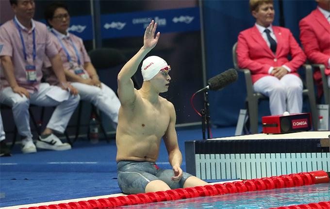 Sun Yang cùng các đồng đội thi đấu ở lượt bơi thứ ba. Anh có màn thể hiện tốt để góp phần giúp đội Trung Quốc giành vé vào vòng chung kết.