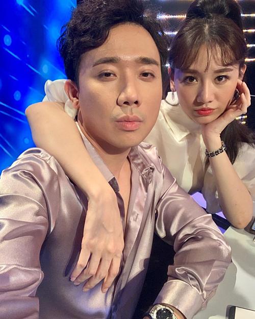 Đăng ảnh selfie cùng bà xã Hari Won, Trấn Thành khẳng định: Quan trọng là thần thái.