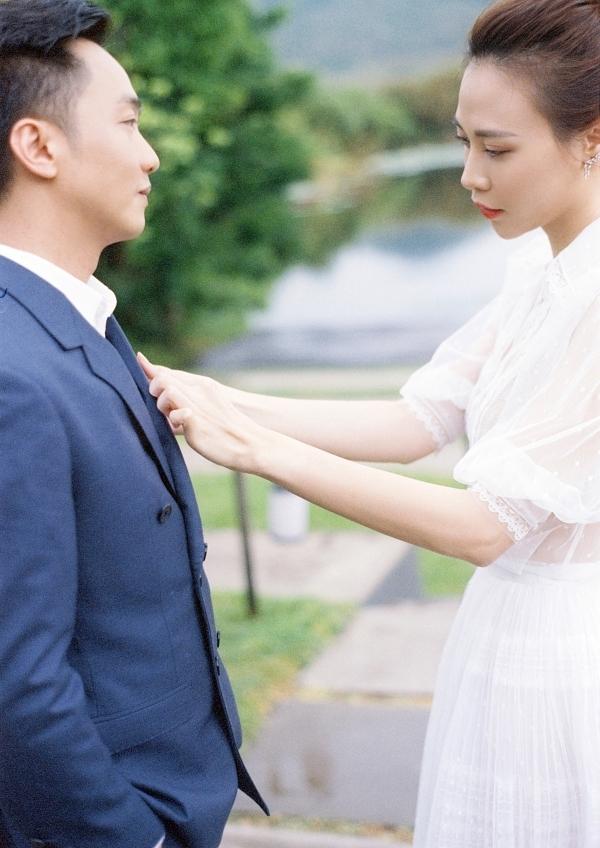 Đàm Thu Trang ôm chặt Cường Đôla trong ảnh cưới - page 2 - 1