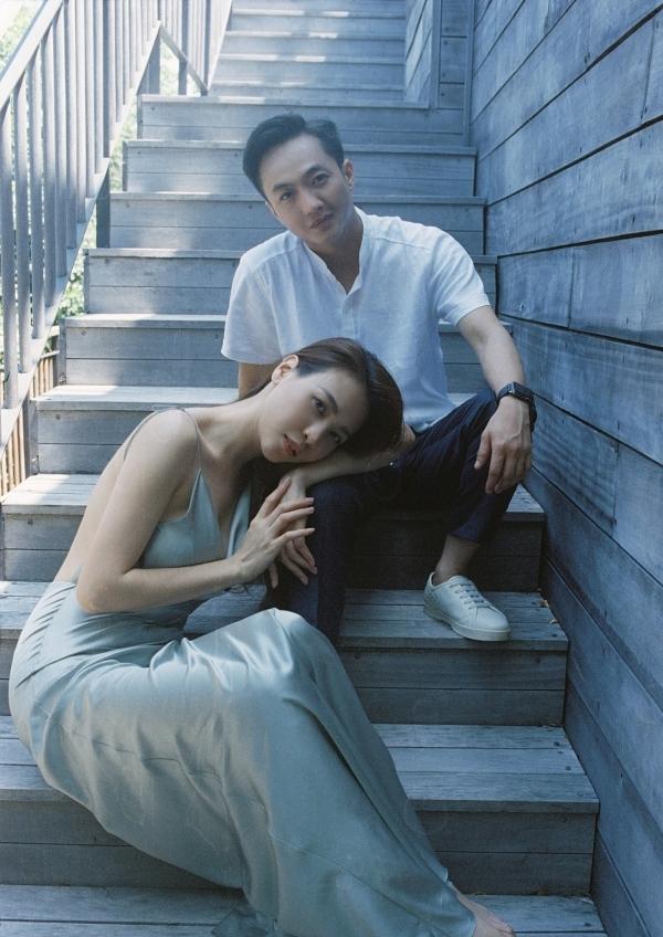 Đàm Thu Trang ôm chặt Cường Đôla trong ảnh cưới - page 2 - 3