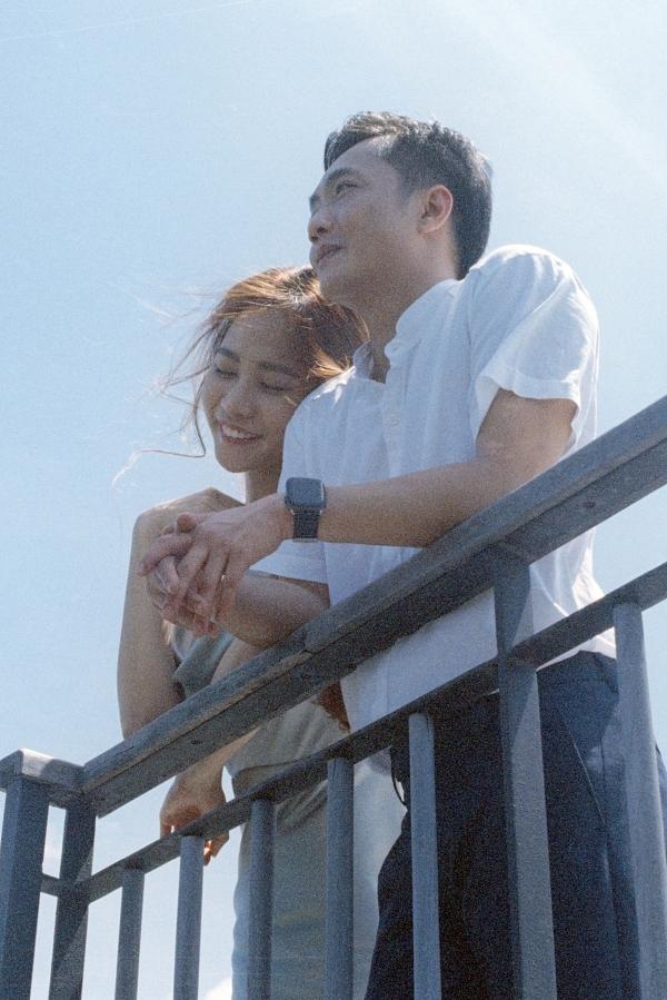 Đàm Thu Trang ôm chặt Cường Đôla trong ảnh cưới - 1