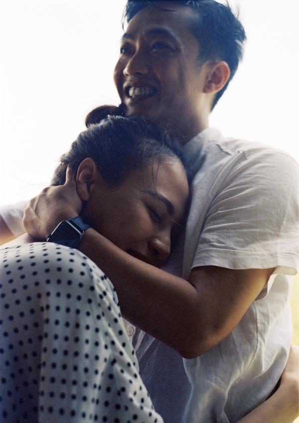 Đàm Thu Trang ôm chặt Cường Đôla trong ảnh cưới - 4