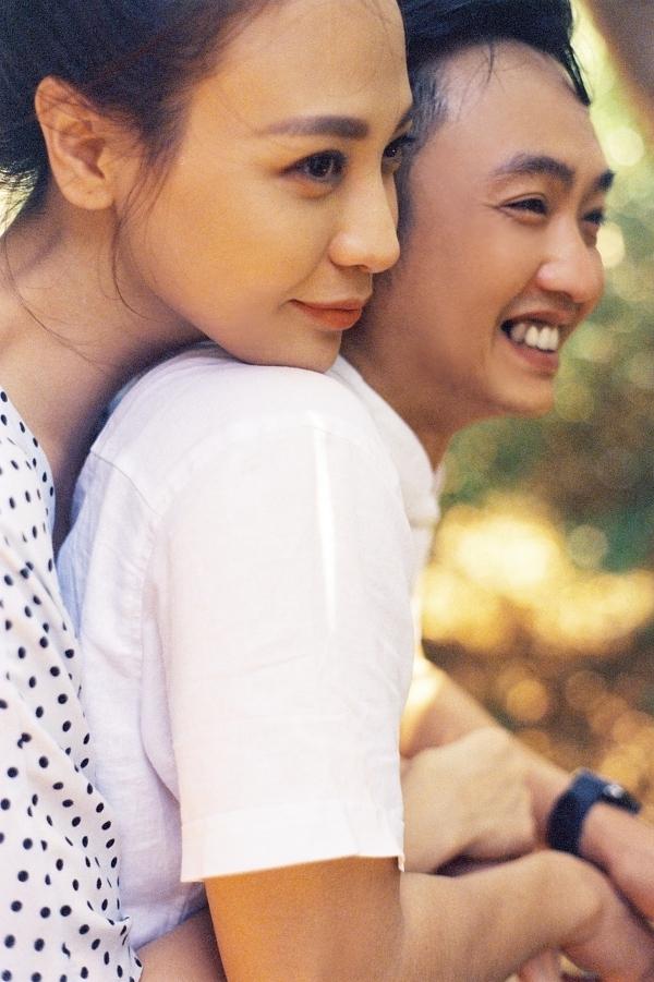 Đàm Thu Trang ôm chặt Cường Đôla trong ảnh cưới - 5
