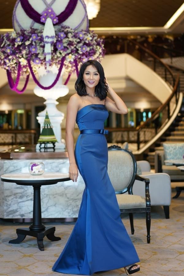Hoa hậu HHen Niê đang có mặt tại Thái Lan để tham dự đám cưới của Hoa hậu Hoàn vũ Thái Lan năm 2018 -