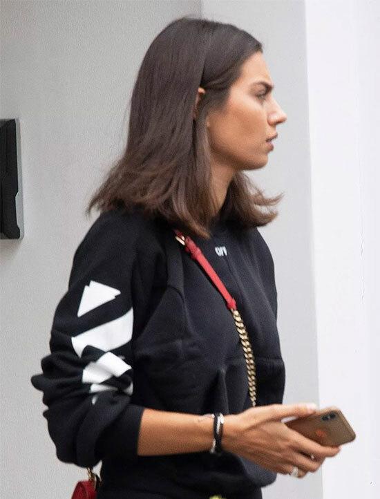 Bà xã Amine cũng đi ra ngoài cùng tiền vệ Arsenal.