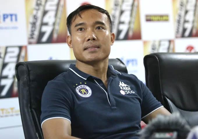 Trợ lý Nguyễn Công Tuấn của CLB Hà Nội. Ảnh: Đương Phạm.