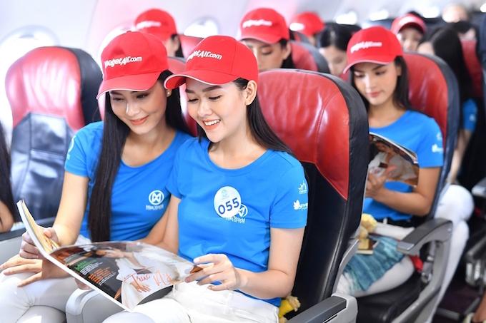 Thí sinh đạt danh hiệu cao nhất trong cuộc thi sẽ đượcbay miễn phí một năm trên tất cả chặng nội địa và quốc tế do Vietjet khai thác và được mời tham gia các sự kiện trên tàu bay Vietjet.