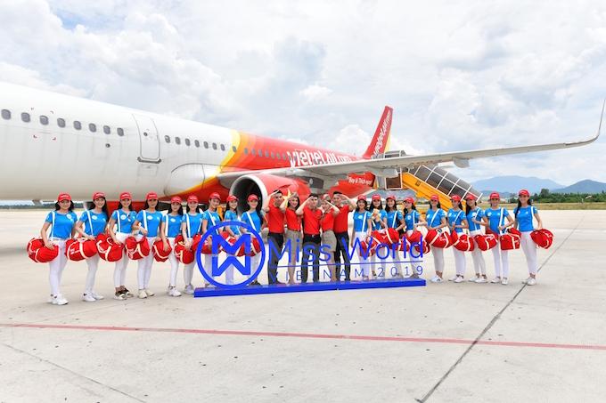 Thí sinh đạt danh hiệu cao nhất trong cuộc thi sẽ được bay miễn phí một năm trên tất cả chặng nội địa và quốc tế do Vietjet khai thác và được mời tham gia các sự kiện trên tàu bay Vietjet.