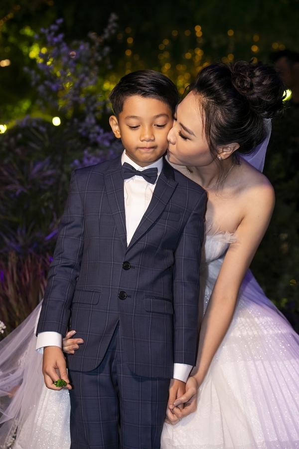 Đàm Thu Trang cho biết cô có mối quan hệ tốt đẹp với Subeo - con trai riêng của ông xã và ca sĩ Hồ Ngọc Hà,