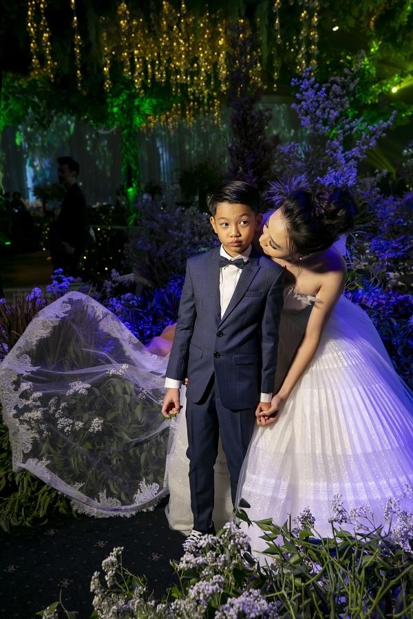 cho biết cô có mối quan hệ tốt đẹp với Subeo - con trai riêng của ông xã và ca sĩ Hồ Ngọc Hà. Trước đó, cậu bé từng góp mặt trong bộ ảnh cưới của vơ chồng Cường Đôla.
