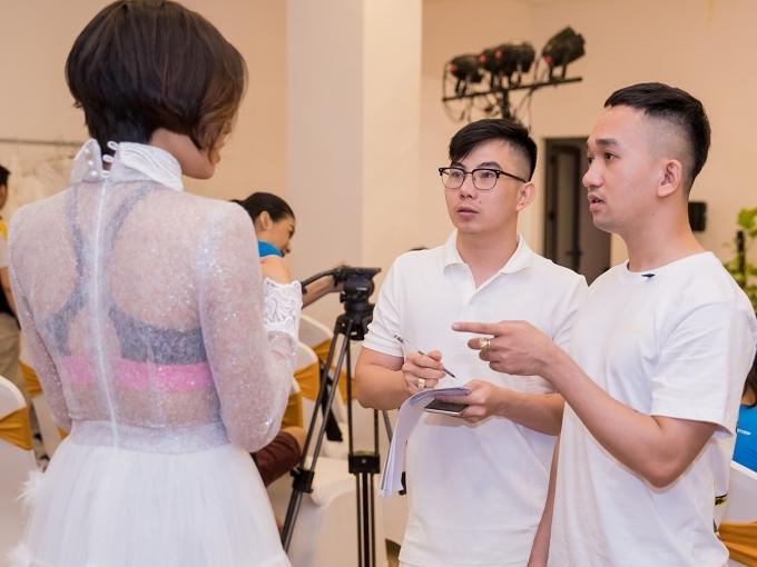 Nhà thiết kế Lê Ngọc Lâm (phải).