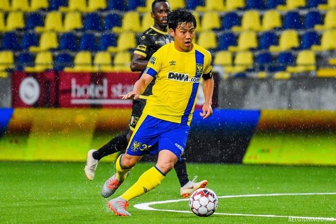 Endo, đồng đội của Công Phượng thi đấu hôm 27/7. Ảnh: STVV.
