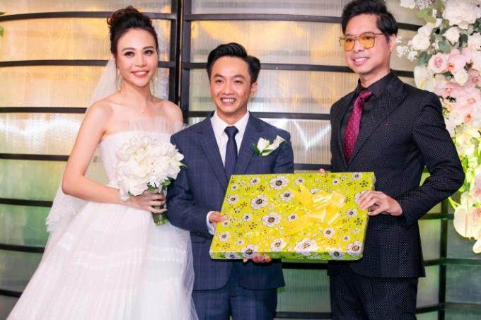Diệp Lâm Anh bế bụng bầu lớn đi dự đám cưới Đàm Thu Trang - 4