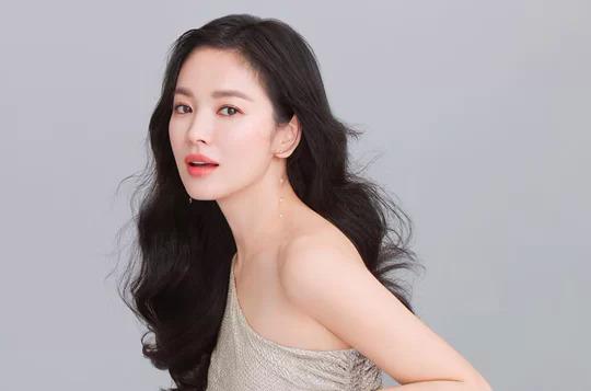 Song Hye Kyo không chịu ngồi yên sau thời gian bị bôi nhọ.