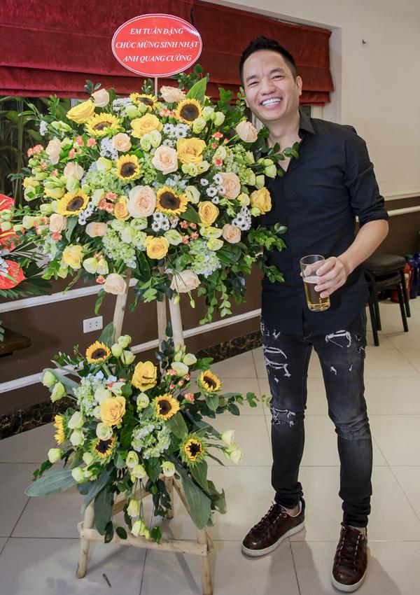 Ông bầu Quang Cường - người quản lý của ca sĩ Quang Hà tổ chức tiệc sinh nhật tại một nhà hàng ở Hà Nội, hôm 27/7.