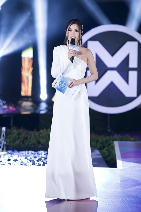 Vừa trở về sau chuyến du lịch châu Âu cùng chồng con, Á hậu Diễm Trang liền ra Đà Nẵng làm MC sự kiện.