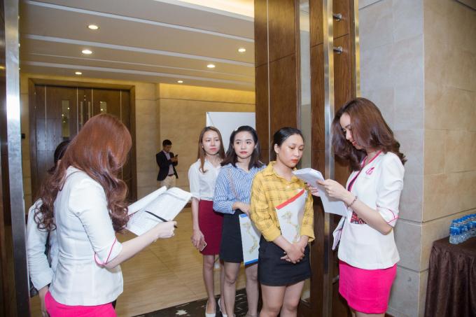 Được biết, tháng 9/2019 Shynh House Premium Đà Nẵng sẽ chính thức đi vào hoạt động. Chính vì vậy ngay từ bây giờ toàn bộ dàn lãnh đạo chủ chốt và nhân viên của Shynh Group đã mất rất nhiều thời gian để tổ chức một buổi tuyển dụng nhằm tìm ra những gương mặt ưu tú cho các vị trí chủ chốt.