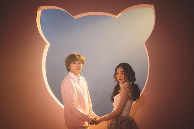 Nội dung MV được xây dựng từ ý tưởng mối tìnhđơn phương Thiên Khôi dành cho cô mèo của mình. Quán quân Vietnam Idol Kidsvào vai chàng trai luôn quan tâm chăm sóc, cưng chiều một cô gái. Kết thúc MV, Thiên Khôi bất ngờ nhận ra đây chỉ là giấc mơ bởicô gái mà anh theo đuổihóa ra chính làcô mèo đỏng đảnh ở nhà.