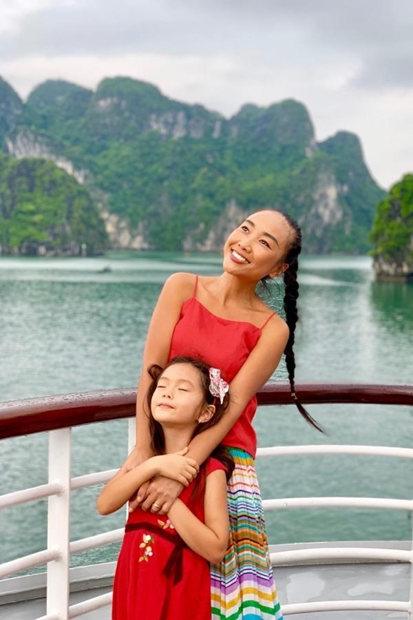 từng đi diễn tại Quảng Ninh nhiều lần nhưng đây là lần thứ 2 Đoan Trang mới có dịp quay trở lại Vịnh Hạ Long