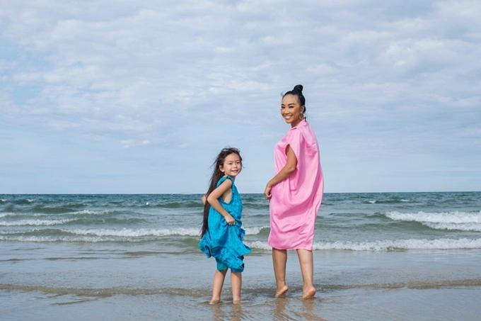 Đoan Trang và con gái được chồng Tây đưa đi du lịch xuyên Việt - 6