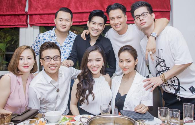 Việt Anh đang tham gia phim Mê cung của đạo diễn Khải Anh. Anh hy vọng vai diễn mới sẽ được khán giả đón nhận. Trong buổi tiệc, Quang Hà và các khách mời động viên Việt Anh nỗ lực đứng dậy sau sóng gió.
