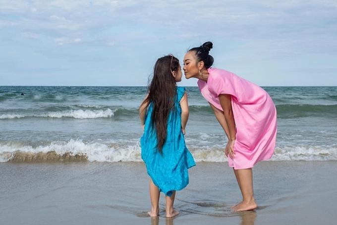 Đoan Trang và con gái được chồng Tây đưa đi du lịch xuyên Việt - 7