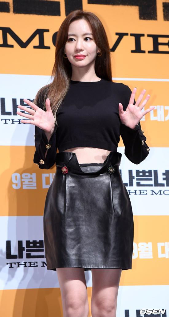 Kim Ah Joong bị nhận xét đã thay đổi khá nhiều so với thời đóng Sắc đẹp ngàn cân. Tờ ON, Hong Kong nhận xét rằng gương mặt cô đã khác xưa không ít.