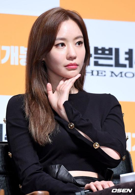 Gương mặt không một nếp nhăn nhờ... dao kéo của Kim Ah Joong.