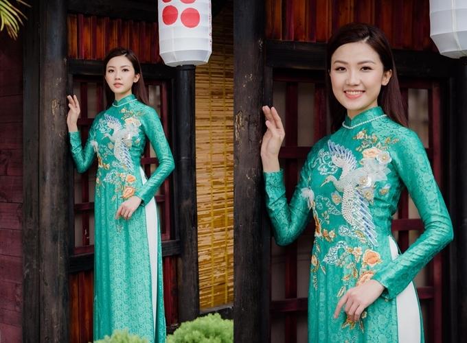 Diễn viên Lương Thanh xuất hiện trong tà áo dài xanh đến Áo được bán với giá 10,5 triệu đồng, giá thuê 4,5 triệu đồng.Trang phục: Ngọc Hân Boutique.