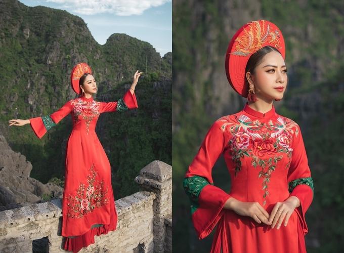 Giá bán 15 triệu đồng, giá thuê 5 triệu đồng. Trang phục: Quyên Nguyễn Bridal