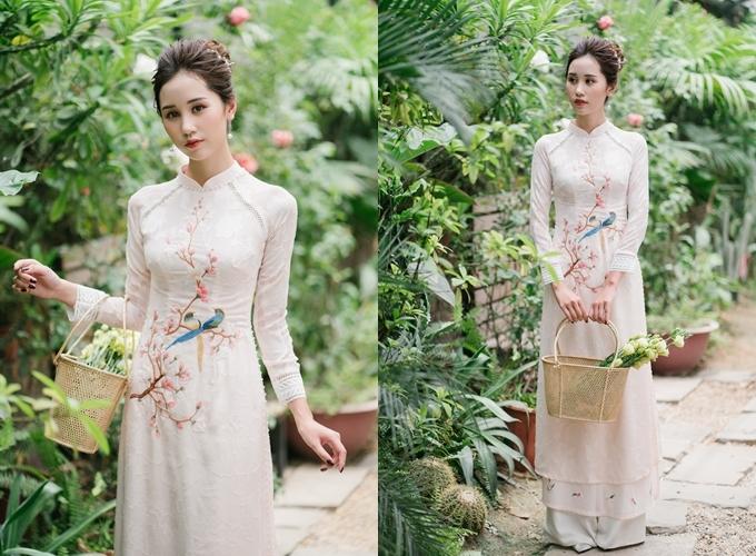 Áo dài được bán với giá 3,5 triệu đồng, giá thuê 1,5 triệu đồng. Trang phục: Luci Lily Bridal