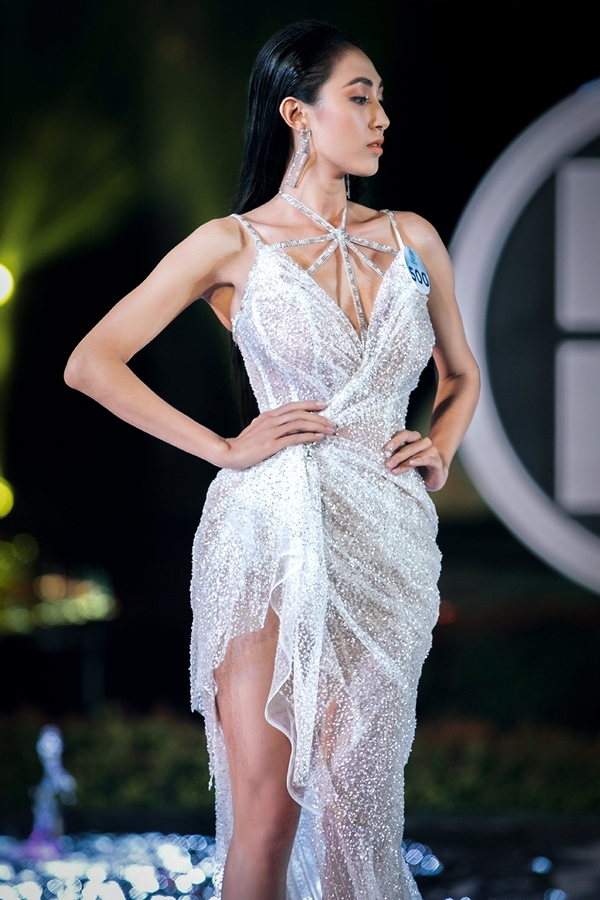 Nhờ kinh nghiệm làm mẫu lâu năm, thí sinh Nguyễn Thị Thu Hiền lọt top 3 phần thi Top Model.